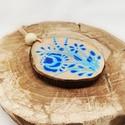 """""""Tavaszi szél"""" fakorong nyaklánc, Ékszer, Nyaklánc, Festett tárgyak, Csupán 5 db készült ebből a kék virágos nyakláncból, garantáltan egyedi darabok. A fakorong medál m..., Meska"""