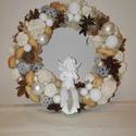 Ünnepi ajtódísz (kopogtató)_arany, angyalkás, Dekoráció, Otthon, lakberendezés, Karácsonyi, adventi apróságok, Karácsonyi dekoráció, Virágkötés, A fotón látható ajtó kopogtatót szalmakoszorú alapra készítettem. Fehér gömbök, natúr termések és e..., Meska