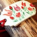 Piros hagyomány kerámia karkötö, Ékszer, Karkötő, Fehérre égő agyagból készítettem. Mázazás után porcelánfestékkel festettem magyaros motívumokat. A k..., Meska