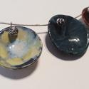 Színes kerámia ékszer, Ékszer, Nyaklánc, Agyagból készítettem kör alakú formákat. Zsengélés után  bordó kék- fekete ,sárgás- kék , mázzakkal ..., Meska