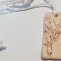 Titok  egyedi kerámia ékszer, Ékszer, Nyaklánc, Agyagból készítettem egy téglalap formát amelybe egy mintát készítettem. Mindenki mást lát meg benne..., Meska