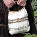Női táska fa fogóval., Ruha, divat, cipő, Táska, Szövött anyagból készült ez a szép kis női táska. A fehér színben jól mutatnak a középb..., Meska
