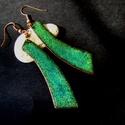 Absztrakt - tűzzománc fülbevaló - smaragdzöld, Ékszer, Fülbevaló, Tűzzománc, Ékszerkészítés, Absztrakt formájú smaragdzöld tűzzománc fülbevaló.   Többszöri égetéssel, vörösréz alapra készült. ..., Meska