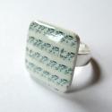 Kotta - gyűrű, Gyűrű zsugorfóliából. A gyűrű tetején üve...