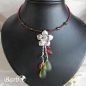 Mardi Gras - nyaklánc, Ékszer, Nyaklánc, Merev memóriadrót nyaklánc alapra fűztem piros és zöld gyöngyöket. A nyaklánc központi ré..., Meska