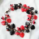 Vörös és Fekete - karkötő, Ékszer, Karkötő, Ez a 19 cm-ig állítható karkötő üveglevelek, virágok és vörösréz kombinációja.  , Meska