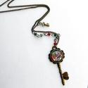 Kulcs - hosszú nyaklánc, Ékszer, óra, Nyaklánc, A kulcs medált üvegkabochon mögé zárt színes kép díszíti. Apró csiszolt gyöngyöket kapot..., Meska