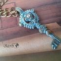 Ódon Kulcs - patinázott bronz nyaklánc, Ékszer, Nyaklánc, Türkizkék színnel patinázott kulcs medál bronz láncon. Hossza 62cm, a medál mérete 7 cm. , Meska