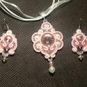 Rózsaszín romantika nyaklánc + fülbevaló, Ékszer, Nyaklánc, Sujtástechnikával készítettem ezt az elegáns nyakláncot. A közepére egy 16 mm átmérőjű r..., Meska