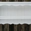 Vintage stílusos fali polc , Bútor, Konyhafelszerelés, Polc, Fűszertartó, A fali polc fenyőfa,fehér akrilfestésel kezelt koptatot kivitelű.  Méretei :80×38×15cm  Falra..., Meska
