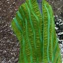 Alkalmi zöld színű nemezelt hernyóselyem sál, Ruha, divat, cipő, Kendő, sál, sapka, kesztyű, Sál, Kendő, Hernyóselyemből és merinoi gyapjúból készült, sárgászöld és türkizzöld csíkos női sá..., Meska