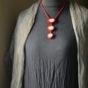 Kavicsos nemezelt nyakék - piros színben, letisztult formákkal, Ékszer, Nyaklánc, Nemezelés, Egyedi technikával, kézzel készült nyakék, melynek letisztult formái lazább hétköznapi viselethez é..., Meska