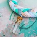 Üzenet a palackban - pólófonal nyaklánc, Ékszer, óra, Medál, Nyaklánc, Fonás (csuhé, gyékény, stb.), Csomózás, Ebbe a parányi üvegcse medálba bármit rejthetsz, ami a szívednek igazán kedves. Egy apró üzenetet, ..., Meska