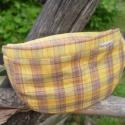 Sárga kockás övtáska, Táska, Praktikus viselet.  100 % pamut anyag, húzózáras, bélelt. Egyterű.Heveder állítható hosszús..., Meska