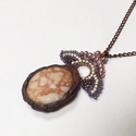 Korall-kavics, Ékszer, Medál, Nyaklánc, Tiffany technikával, durván befoglalt, rusztikus hatású kő medál. A foglalat sötét, kopottas..., Meska