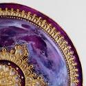 Lila-arany csipkemandala, Dekoráció, Otthon, lakberendezés, Kép, Falikép, Festészet, Üvegművészet, Kézzel vágott-csiszolt, 18 cm-es üveglapra, saját minta alapján készült mandala. Alapszíne lila, fo..., Meska