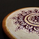 Lila csipke  (hűtőmágnes), Dekoráció, Konyhafelszerelés, Hűtőmágnes, Festészet, Festett tárgyak, Meggyfaág szeletre, kézzel, saját minta alapján festett lila csipke. Háttere antikolt, lila-arany e..., Meska