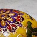 Virágmandala (festett kavics), Dekoráció, Otthon, lakberendezés, Asztaldísz, Dunai folyami kavicsra, saját minta alapján festett, mandalát formázó virágmotívum.   A kő méretei a..., Meska