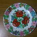 Kalocsai fehér tányér ., Dekoráció, Magyar motívumokkal, Dísz, Festett tárgyak, Porcelán festékkel elő rajzolás nélkül  festettem .Száradás után ki égettem  sütőben .Ettől a tányé..., Meska