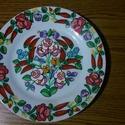 Kalocsai fehér tányér ., Dekoráció, Magyar motívumokkal, Dísz, Porcelán festékkel elő rajzolás nélkül  festettem .Száradás után ki égettem  sütőben .Ettől a tányér..., Meska