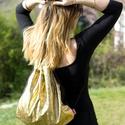 Aranyszínű hologramos tornazsák, Táska, Baba-mama-gyerek, Hátizsák, Tarisznya, Varrás, Az idén nagyon divatos tornazsák, az ősz színeivel: arany és fekete. Az aranyszínű anyagrész hologr..., Meska