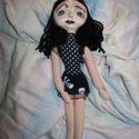 -AKCIÓS!- Egyedi goth  baba, Dekoráció, Játék, Képzőművészet, Vegyes technika, Textil papírmasé fejű baba. Feje kézzel formázott és egyedire festett. Teste tömőanyaggal van töltve..., Meska