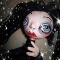 """Egyedi """"goth"""" baba, Dekoráció, Játék, Képzőművészet, Vegyes technika, Drótvázas papírmasé fejű baba. Feje kézzel formázott és egyedire festett. A drótváznak köszönhetően ..., Meska"""
