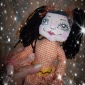 Hosszúlábú angyal, Dekoráció, Játék, Képzőművészet, Vegyes technika, Drótvázas textil baba. Feje kézzel egyedire festett. A drótváznak köszönhetően pozícionálható. Ruháj..., Meska