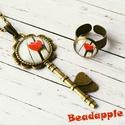Kulcs a szívemhez, Ékszer, óra, Ékszerszett, Gyűrű, Nyaklánc, Egy csodásan megmunkált, antik kulcs medálalapba ragasztottam egy piros szívet ábrázoló, üveglencse ..., Meska