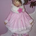 Róza dekorációs baba, Dekoráció, Otthon, lakberendezés, Dísz, Baba-és bábkészítés, Varrás, 40 cm magas természetes alapanyagokból készült dekorációs álló baba. Fodros , réteges ruháját pamut..., Meska