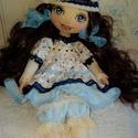 Amanda baba, Dekoráció, Otthon, lakberendezés, Játék, Dísz, Baba-és bábkészítés, Varrás, 44 cm magas dekorációs textilbaba. Arcát kézzel festettem, haja mesterséges haj. Ruházata több réte..., Meska