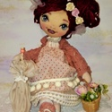 Miranda baba, Dekoráció, Dísz, Baba-és bábkészítés, Varrás, 43 cm magas textilbaba. Arcát festettem, haja fonalból készült , amit virágokkal és szalagokkal dís..., Meska