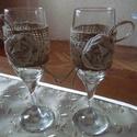 Ünnepi pezsgőspoharak, Esküvő, Dekoráció, Otthon, lakberendezés, Esküvői dekoráció, Varrás, Mindenmás, Pezsgőspoharakra zsákvászont és pamutcsipkét ragasztottam és sajátkezüleg készített rongyrózsával d..., Meska