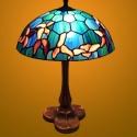 Tiffany lámpa, hatszögletű háttér mintával, Dekoráció, Otthon, lakberendezés, Dísz, Lámpa, Hangulatlámpa, Ez a tiffany lámpa Wissmach üvegekből készült, öntvény talppal. átmérő : 25 cm. magasság ..., Meska
