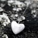 Szívmedál, kerámiaékszer, Ékszer, óra, Nyaklánc, Tavasszal a  szív motívum lesz a  menő.  Ezért ajánlom ezt a számomra kedves ékszert neked is.  Tört..., Meska