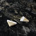 Arany - fehér mini háromszög BRékszer fülbevaló, Ékszer, óra, Fülbevaló, Ha szereted a geometrikus ékszereket. Ha szimbólum alapján választasz - nőiség, befogadás, földi ene..., Meska
