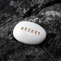 KEZDET - Kerámia Üzenetkavics, Dekoráció, Otthon, lakberendezés, Legyél egyedi minden pillanatban!  Válassz a meglévő feliratokból vagy találd ki saját üzenetedet  é..., Meska