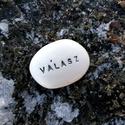 VÁLASZ - Kerámia Üzenetkavics, Dekoráció, Otthon, lakberendezés, Ékszerkészítés, Kerámia, Legyél egyedi minden pillanatban!  Válassz a meglévő feliratokból vagy találd ki saját üzenetedet  ..., Meska
