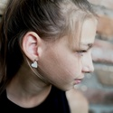 Mini szív - Ezüst fülbevaló, Ékszer, Szerelmeseknek, Fülbevaló, Ha szolid, de cuki darabokat szereted, ez igazán neked való. Mini szívecske indigókék színben, ezüst..., Meska