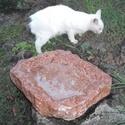 ITATÓ - ROMBUSZ, Állatfelszerelések, Dekoráció, Otthon, lakberendezés, Kerti dísz, Rombusz forma, tompított karimával, tardosi vörös márványból.   Kiváló kerti csap alá, szi..., Meska