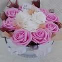 Virág doboz/ box Valentin napra , Szerelmeseknek, 10 szál rózsaszín és fehér habrózsából készítettem ezt a dobozt, a virágok közé organza..., Meska