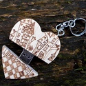 Szív alakú egyedi mintával gravírozott pendrive kulcstartó fém dobozban - INGYENES SZÁLLÍTÁSSAL!, Mindenmás, Férfiaknak, Dekoráció, Kulcstartó,   Jó ötlet Valentin napra, ballagásra vagy esküvői ajándéknak. Szív alakú fa kulcstartó és pendrive ..., Meska