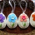 Filc húsvéti tojások virág mintával, A tojások filcből készültek, virágmintával, ...