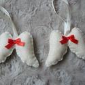 Filc angyalszárnyak piros masnival, Dekoráció, Karácsonyi, adventi apróságok, Ünnepi dekoráció, Karácsonyfadísz, Karácsonyi dekoráció, Filcből készült kézzel varrt angyalszárnyak piros masnival.  Méretük kb.6,5 cm akasztó nélkül.  Az á..., Meska