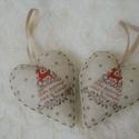 Karácsonyi mintás filc szívek , Dekoráció, Karácsonyi, adventi apróságok, Ünnepi dekoráció, Karácsonyfadísz, Karácsonyi dekoráció, Karácsonyi mintás filcből készült szívek, a csomag 2 db szívet tartalmaz. Csak az egyik oldala mintá..., Meska