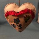 Karácsonyfadísz szív, Dekoráció, Ünnepi dekoráció, Karácsonyi, adventi apróságok, Karácsonyfadísz, Karácsonyfadísz, egyedi kézzel készült, textil anyagokból. Felakasztható. Mérete 10 cm , Meska