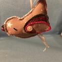 karácsonyfadísz madár , Dekoráció, Karácsonyi, adventi apróságok, Karácsonyfadísz, Karácsonyi dekoráció, Varrás, Karácsonyfadísz, egyedi kézzel készült, textil anyagokból. Felakasztható. Mérete 10x5 cm , Meska