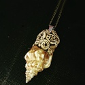 Csiga, Ékszer, óra, Nyaklánc, Tengeri csigaházzal kombinált rusztikus, boho stílusú medál, bronz láncon. A medál hossza: 5.5 cm  A..., Meska