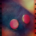 Fülbevaló, Ékszer, óra, Fülbevaló, Selyemfényű, kissé metálos piros fülbevaló bronz színű fém foglalatban  Választható méretek: 8 mm / ..., Meska