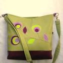 Zöld textilbőtr táska, Textilbőr táska zöld béléssel. Állítható p...
